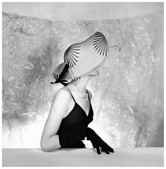 Model is wearing a hat by Jacques Fath, photo by Willy Maywald, 1953 via PhotoPleasure.wordpress.com