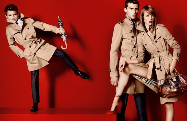 Romeo Beckham se estrena como modelo de Burberry