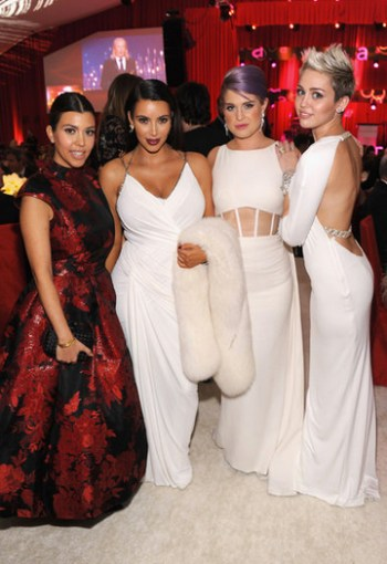 Kim Kardashian, Miley Cyrus y Kelly Osbourne en la Fiesta Elton John