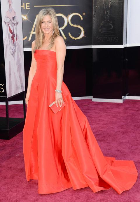 Jennifer Aniston en la alfombra roja de los Premios Oscar 2013