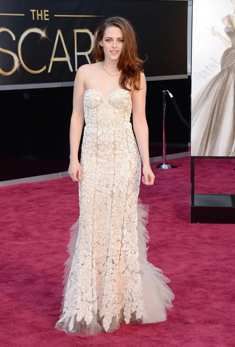 Kristen Stewart en la alfombra roja de los Premios Oscar 2013