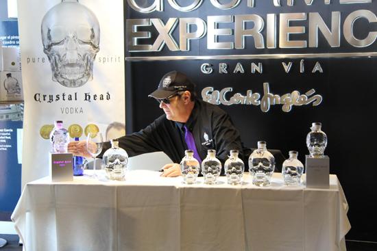 Dan Aykroyd con la botella Crystal Head