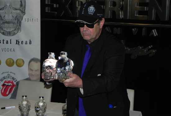 Dan Aykroyd presenta en Madrid Crystal Head Vodka