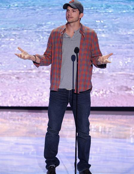 Ashton Kutcher en Teen Choice Awards 2013