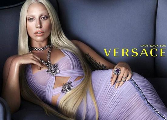 Lady Gaga protagoniza la campaña primaveral de Versace
