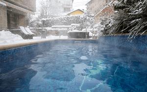външен топъл басейн на Вила Вучев, Велинград