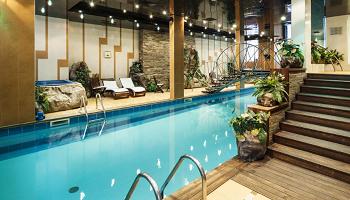 джакузи и басейн на хотел Анел