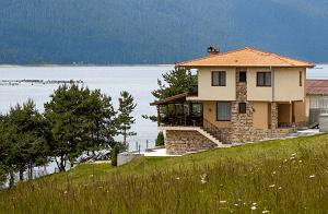 Къща за Гости Дивна на Язовир Доспат в Западни Родопи