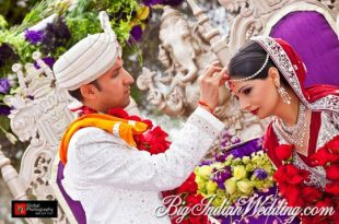 groom applying sindoor