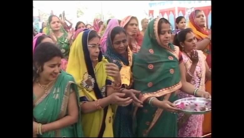 Krishna aarti | Top Best Bhajan I FULL VIDEO SONG I HOLI SPECIAL | आरती कुंजबिहारी  | Kunj Bihari