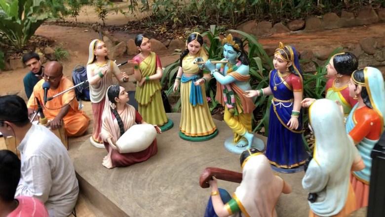 Aarti Kunj Bihari ki by Jai Sachinandan Prabhu at GEV BHAJAN #iskcon #giriraj Nilesh Pandey