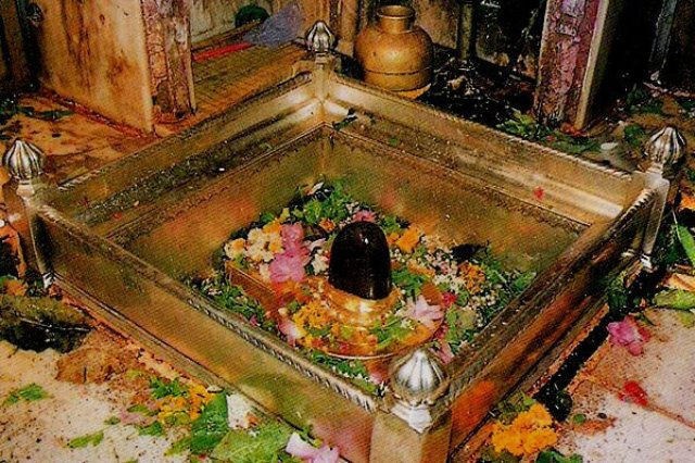 Kashi Vishwanath Temple is also one the Richest Temple Trust in India