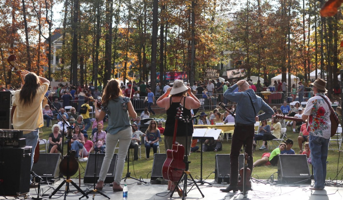 "Bands, bouldering, and guided hikes put the ""rock"" in Moss Rock Fest on November 3rd and 4th"