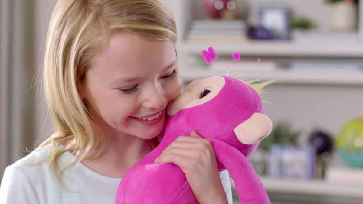 Birmingham, WowWee Fingerlings HUGS, Fingerlings, holiday toys, holiday shopping, top toys 2018, holiday gifts
