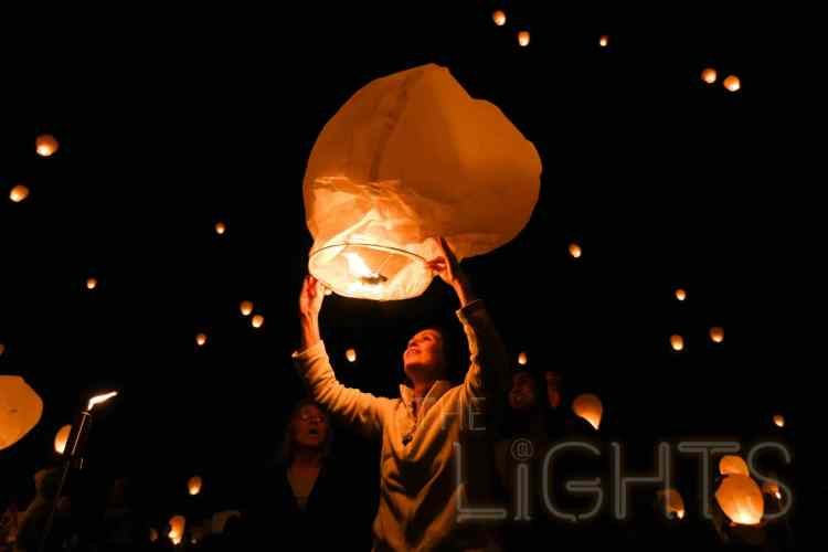 The lanterns are released in unison at a pre-set time. (Photo via The Lights Fest)