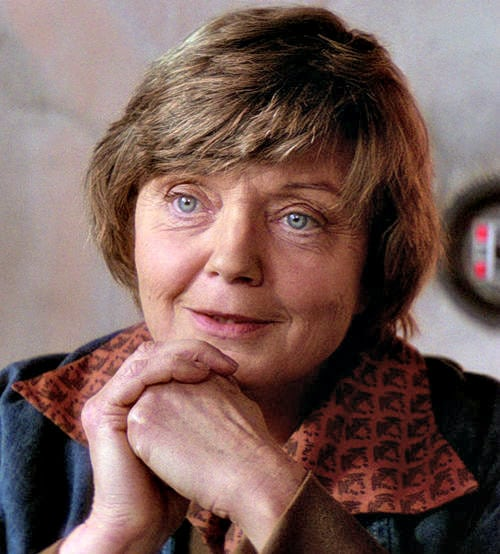 Luke Skywalker's Aunt Beru sporting mid-1970s fashion on Tatooine. Back in the days when the 59/20 bridges were built . . .