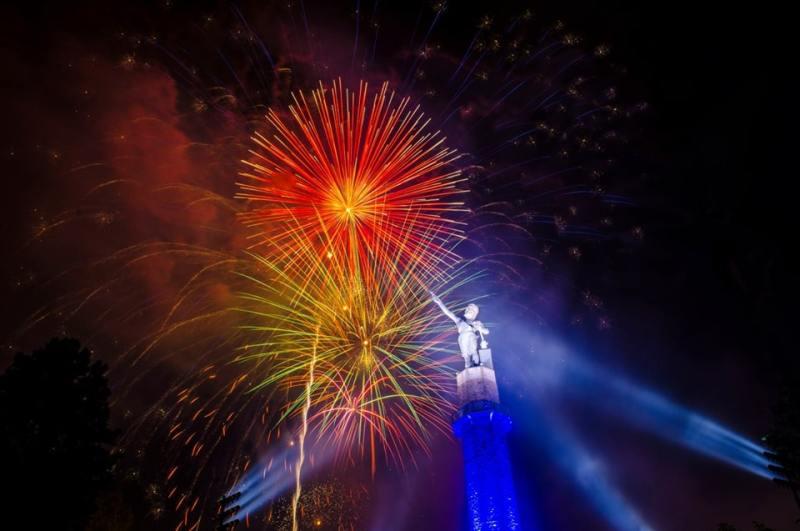 Fireworks go off above Vulcan statue in Birmingham, Alabama