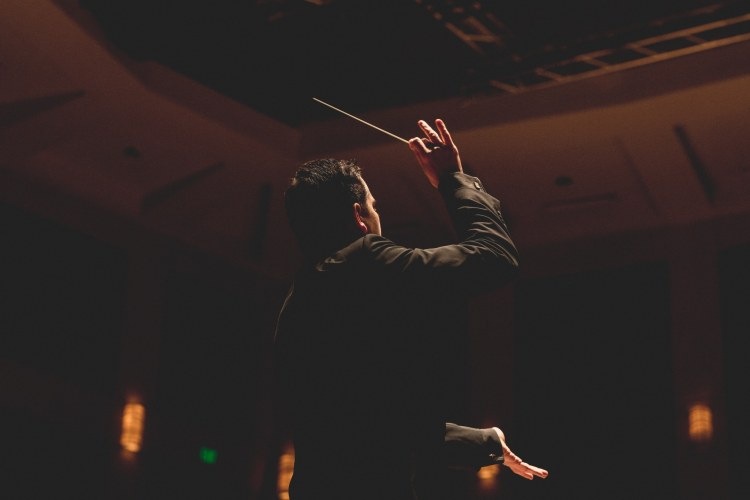 Carlos Izcaray conducting is a sight to behold.