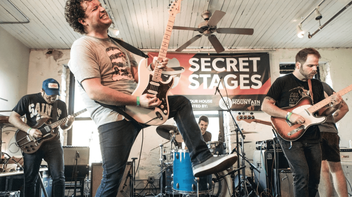 Looking for live music? Secret Stages and B.O.S.S. Ultra Bar & Lounge have you covered!