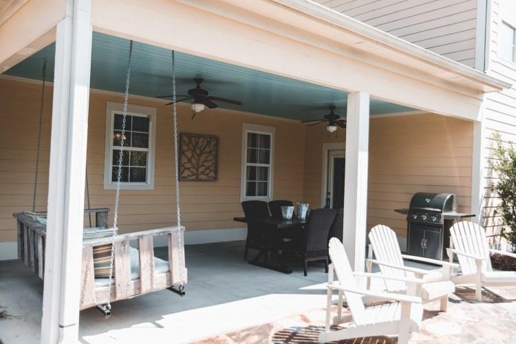 Outdoor living room at Hillsboro