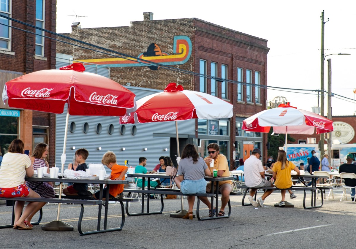 "New ""Shared Space Permit"" allows restaurants to expand services to sidewalk due to COVID-19"