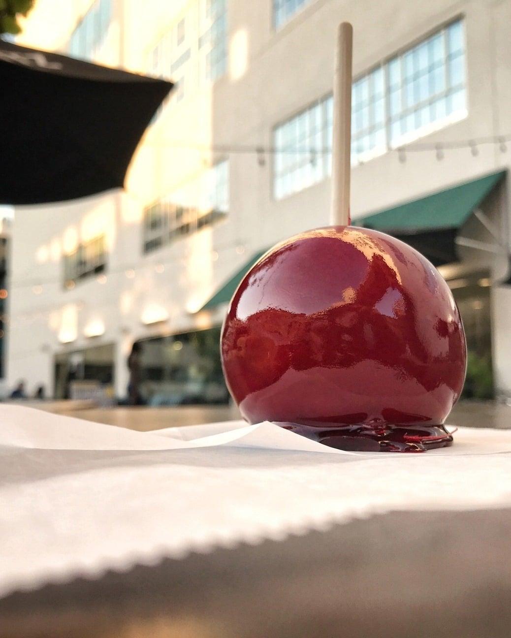 Birmingham, The Pizitz, candy apple