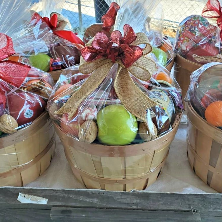 gift baskets from Little Giant Farm Market in Sumiton