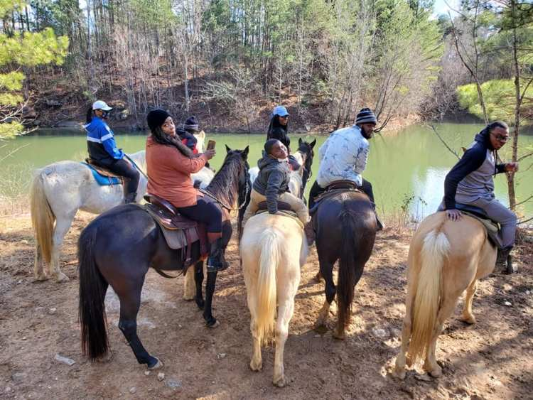 mo's carriages and trail rides horseback riding