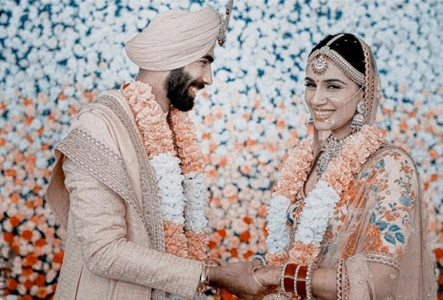 Before Jasprit Bumrah, these cricketers have also married a sports anchor