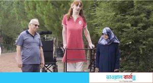 তুরস্কের গেলগি বিশ্বের সবচেয়ে লম্বা নারী
