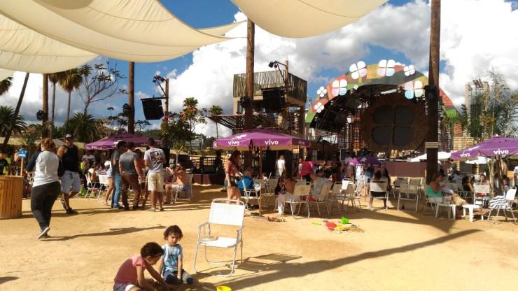 na-praia-bh-guarda-sol-palco-tenda