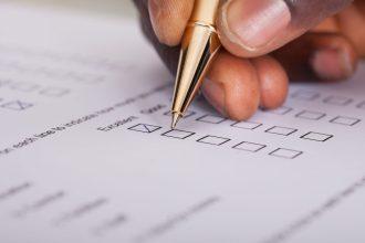 Close-up,Of,Businessman,Filling,Customer,Survey,Form