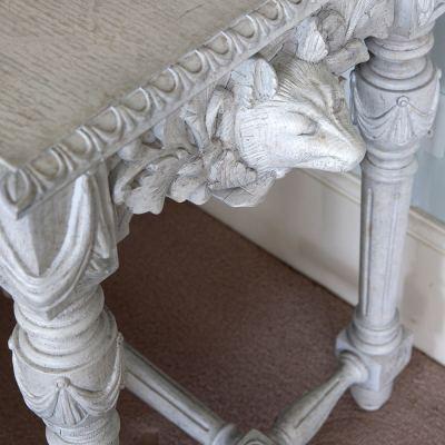 godwyn-side-table-02-amara