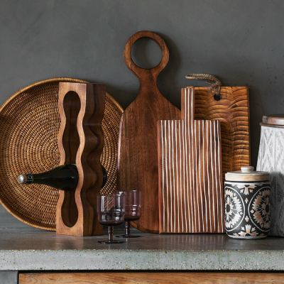 textured-wood-chopping-board-02-amara