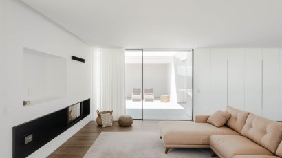 Rio Mau 2 House by Raulino Architect