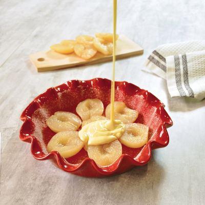 ruffled-pie-dish-rouge