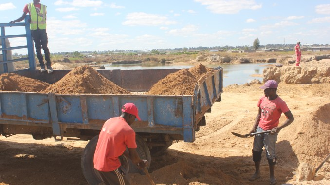 Environmental Hazard As Unemployed Turn Harare into Pits