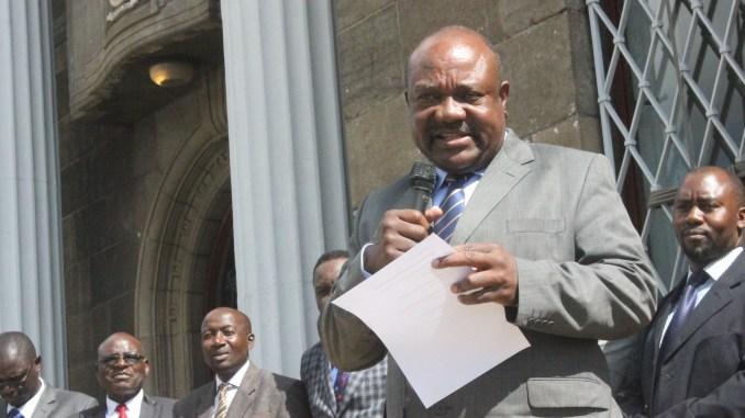 Manyenyeni Surrenders Street Vendors to Governors
