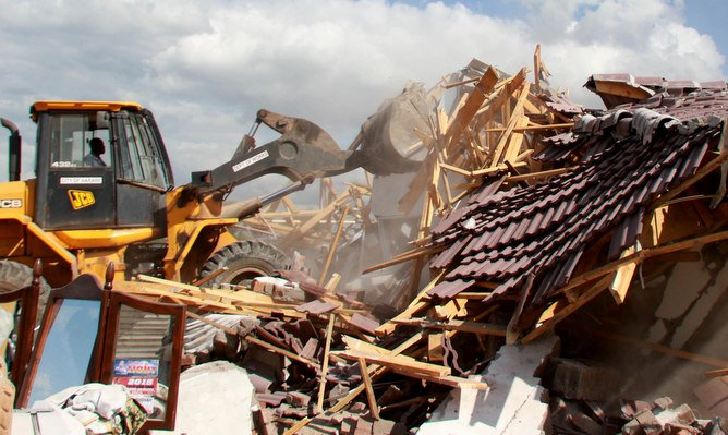 Government Promises Humanitarian Assistance to Harare Demolition Victims
