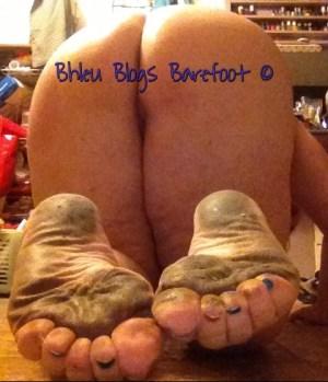Bare ass & Dirty Feet Waiting.