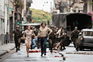 "Lena (Emma Watson), Daniel (Daniel Brühl) in ""Colonia"""