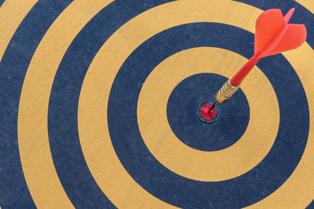 dart target with arrow on bullseye