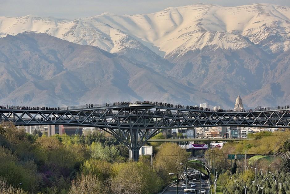 Tabiat Pedestrian Bridge (©Aga Khan Trust for Culture / Barzin Baharlouie)