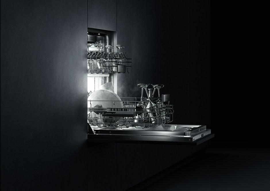 Arka plan ışıklandırmalı 400 serisi bulaşık makinesi dünyada üretici firma olarak ilk defa Gaggenau tarafından geliştirildi.