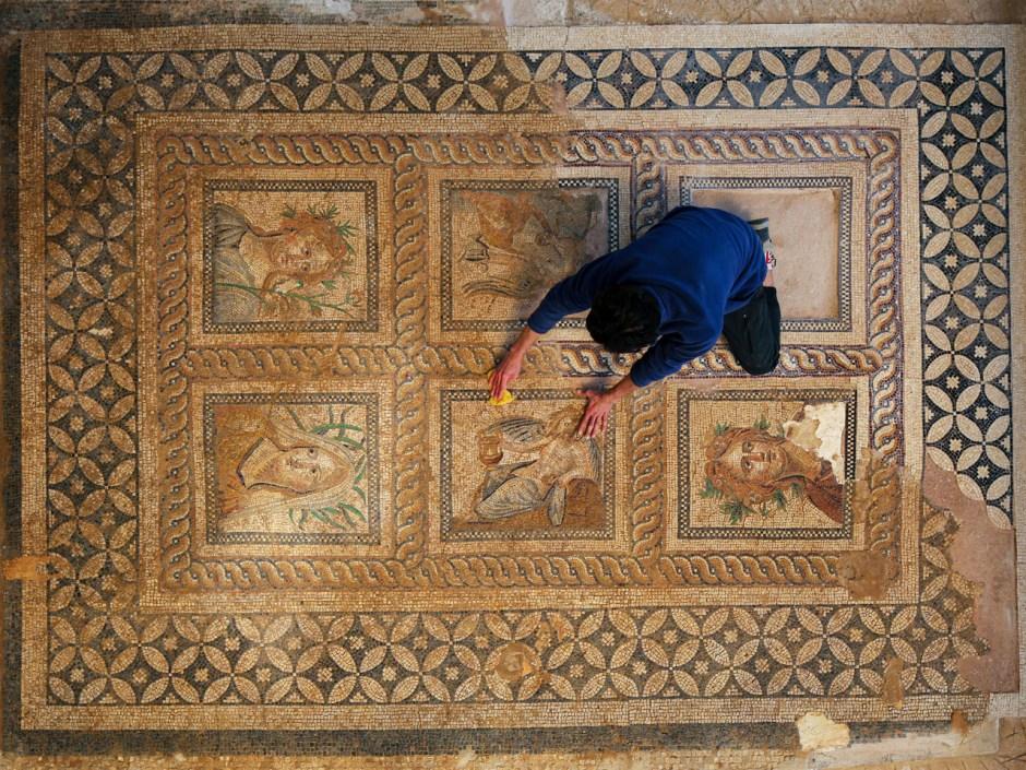 Mozaikli Salon, Metropolis Antik Kenti Kazı Çalışmaları