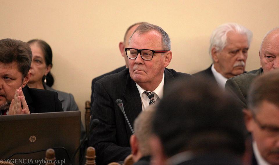 Dr. Wacław Berczyński pracował przy sprawie katastrofy jeszcze w poprzedniej kadencji Sejmu. Był ekspertem zespołu parlamentarnego Antoniego Macierewicza. Już wtedy twierdził, że w Smoleńsku 10 kwietnia 2010 r. doszło do wybuchu.