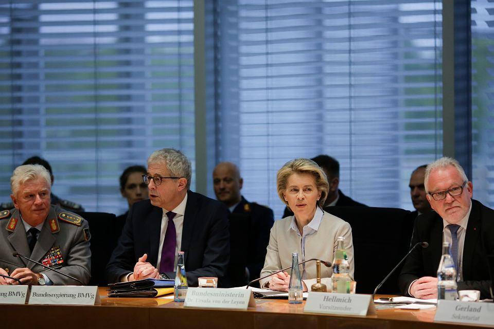 Minister Ursula von der Leyen podczas obrad komitetu obrony w Berlinie, 10 maja 2017 r.