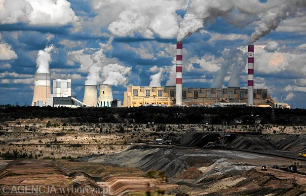 Polska ciągle, ćwierć wieku od rozpoczęcia przemian, produkuje blisko 90 proc. prądu, spalając węgiel