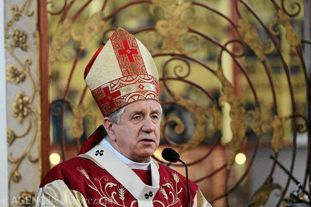 Arcybiskup Andrzej Dzięga w kamieniu Pomorskim