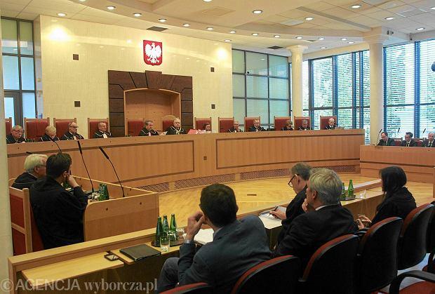 W rozpoczętej kadencji parlamentu obsadzonych zostanie w sumie 11 miejsc w 15-osobowym Trybunale. Na zdjęciu: odczytanie wyroku Trybunału Konstytucyjnego w sprawie SKOK-ów, 31 lipca 2015 r.